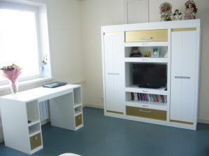 Мебель-для-детской-стол-шкаф
