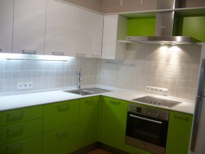 Мебель-для-кухни-мдф-белая-зелёная