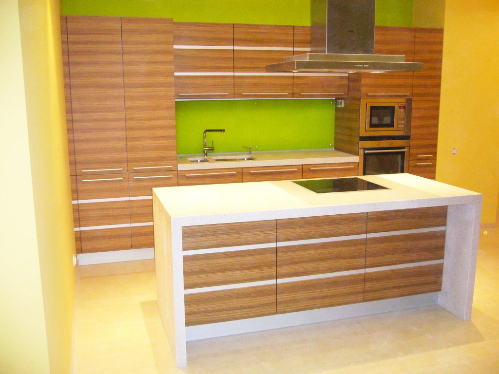 Мебель-для-кухни-шпон-зебрано